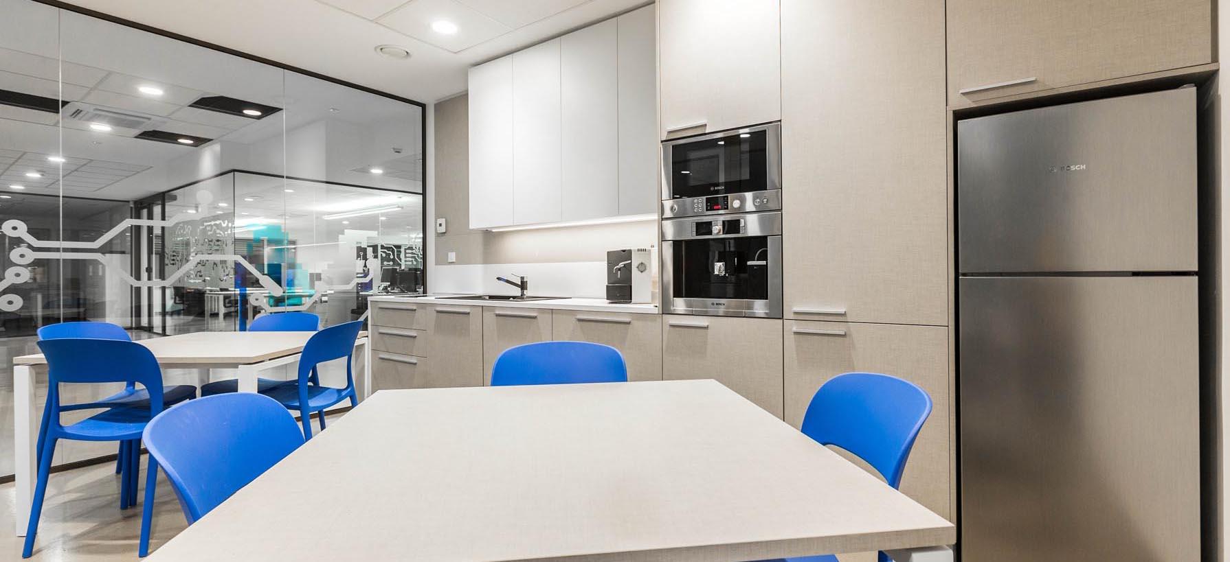 Kuhinja v pisarni